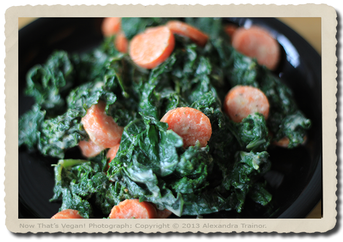 A healhty salad that combines kale and carrots.
